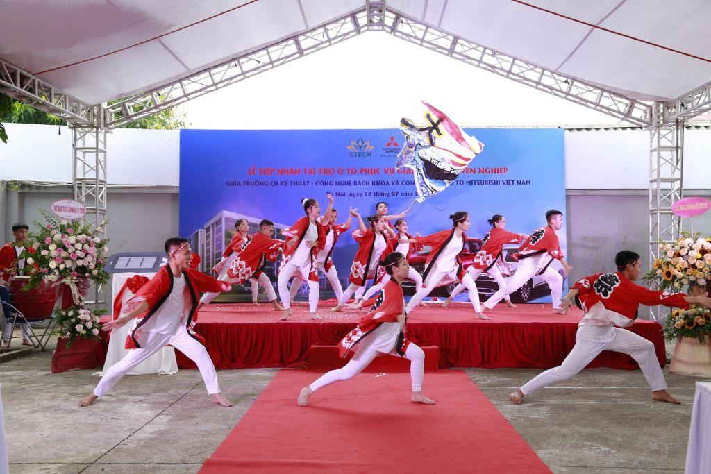 Truong-Cao-dang-Ky-thuat-Cong-nghe-Bach-Khoa-nhan-tai-tro-o-to-tu-Mitsubishi-Motors-Vietnam