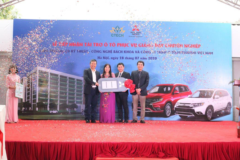 Trường Cao đẳng Kỹ thuật – Công nghệ Bách Khoa nhận tài trợ 09 xe ô tô từ Mitsubishi Motors Việt Nam - Cao đẳng Kỹ Thuật - Công nghệ Bách Khoa (CTECH)