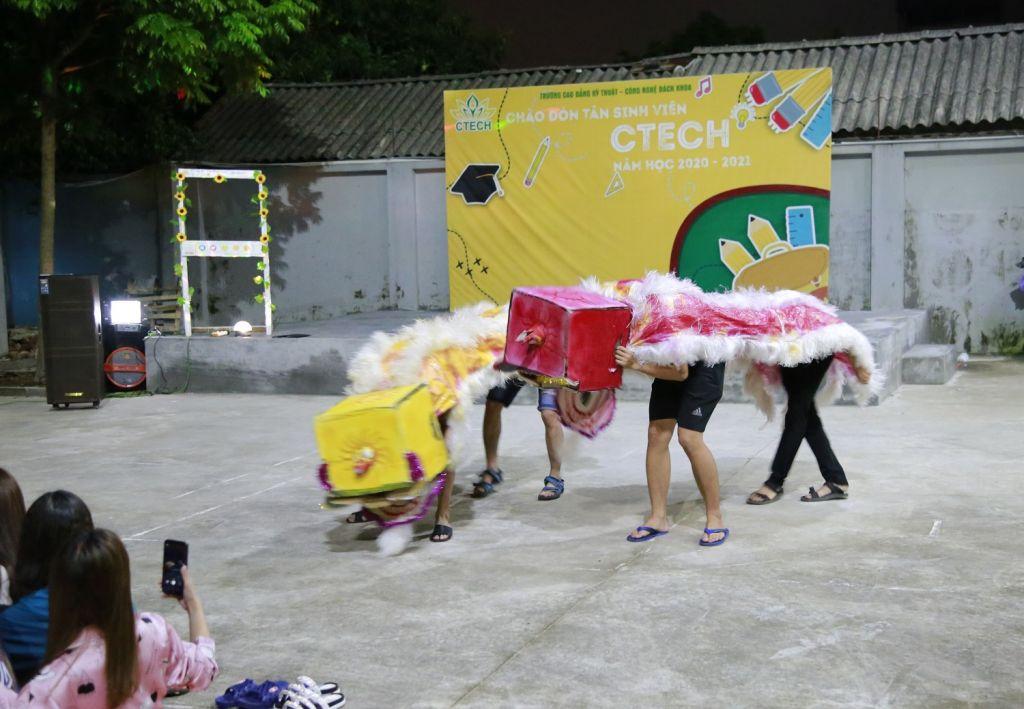 """Trung thu """"cùng nhau"""" của tân sinh viên CTECH"""